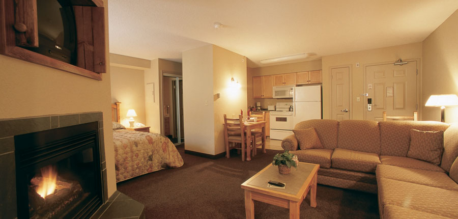canada_kimberley_trickle_creek_lodge_bedroom_lounge.jpg
